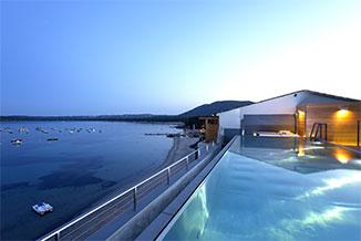 Piscine chauffée vue baie de Pinarello
