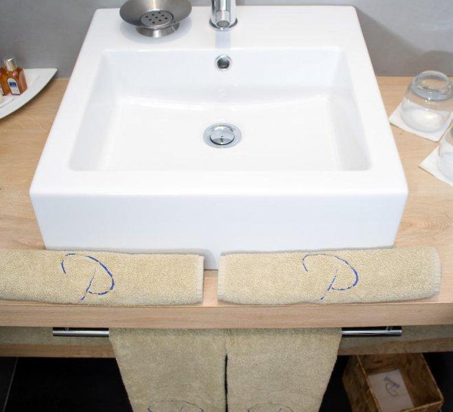 Salle de bain résidence chambre Fautea