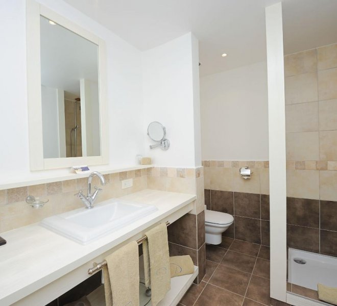 Salle de bain chambre supérieure hôtel le pinarello à Porto-Vecchio en Corse