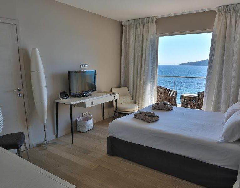 Chambre supérieure vue mer hôtel le pinarello à Porto-Vecchio en Corse