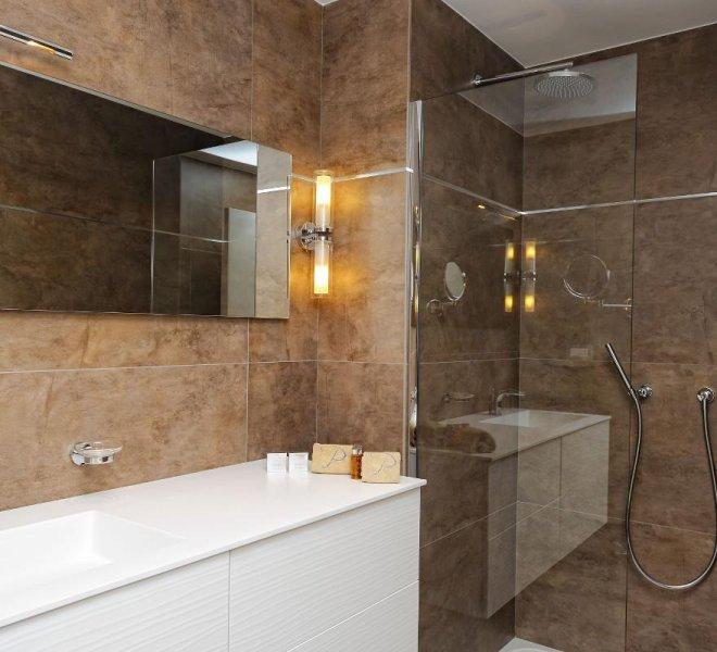 Salle de bain chambres supérieures luxe hôtel le pinarello à Porto-Vecchio en Corse du sud