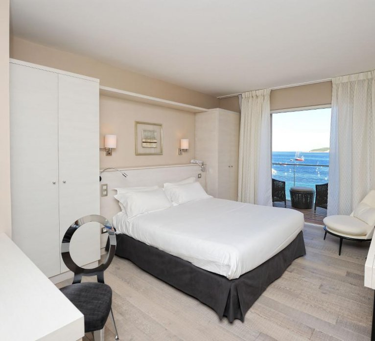 Chambres supérieures luxe vue mer hôtel le pinarello à Porto-Vecchio en Corse