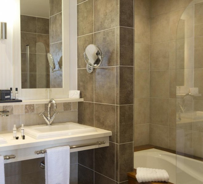 Salle de bain suite avec baignoire hôtel le pinarello à Porto-Vecchio en Corse