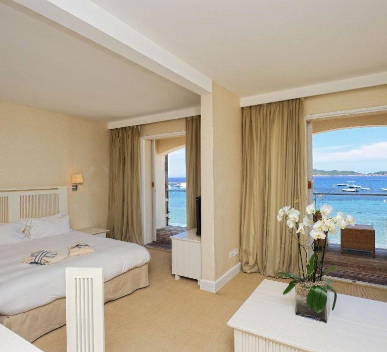 suites-hotel-spa-luxe-le-pinarello-corse-du-sud-terrasse-vue-mer