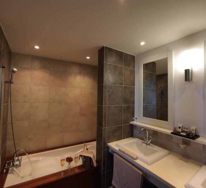 Salle de bain suite hôtel luxele pinarello à Porto-Vecchio en Corse