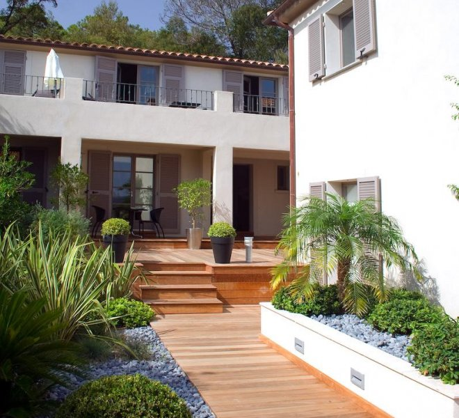 Entrée résidence hôtel spa Le Pinarello en Corse du sud à porto-vecchio