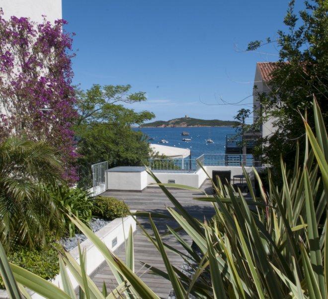 Terrasse vue mer résidence à porto-vecchio en corse hotel luxe le pinarello