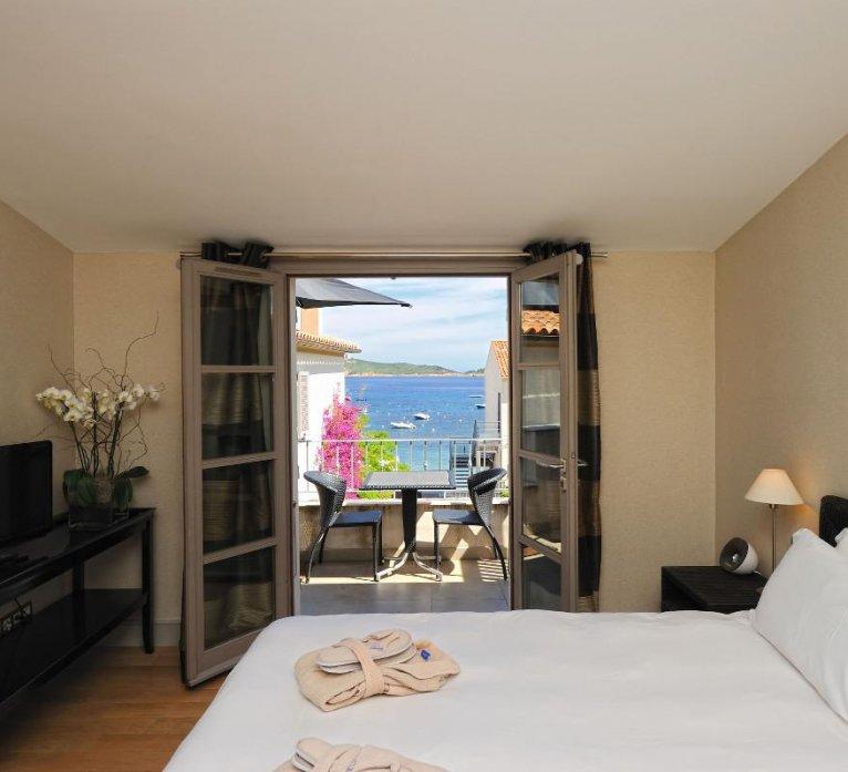 Chambre vue mer résidence suite duplex Benedettu hôtel spa Le Pinarello en Corse