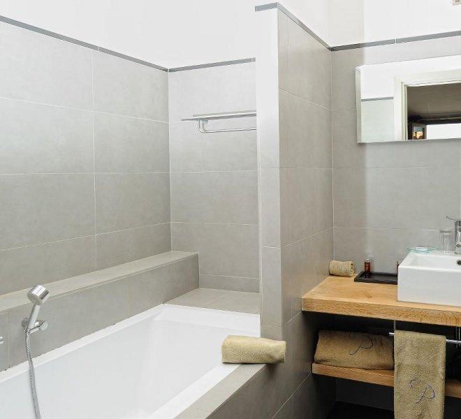 Salle de bain suite duplex Cyprian hôtel spa Le Pinarello en Corse