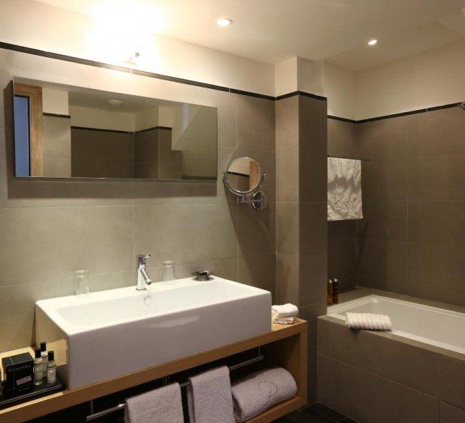 residence-suite-duplex-benedettu-hotel-spa-luxe-le-pinarello-corse-du-sud-salle-de-bain-baignoire
