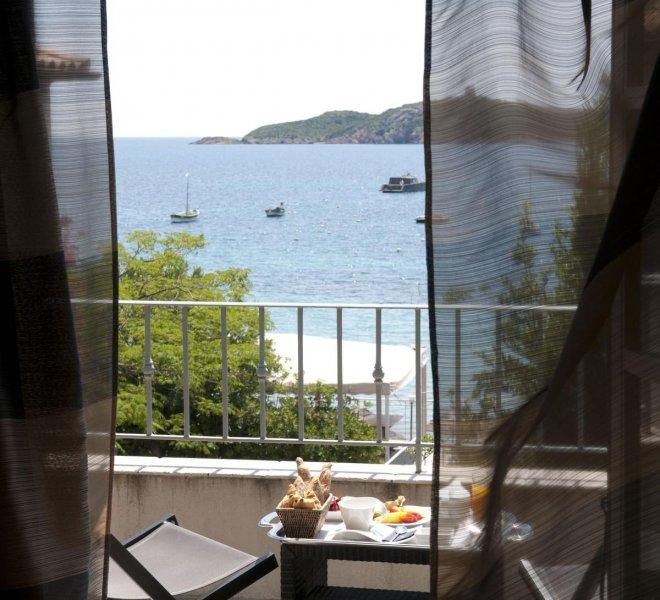 Room service terrasse suite duplex Benedettu hôtel spa Le Pinarello en Corse à porto-vecchio