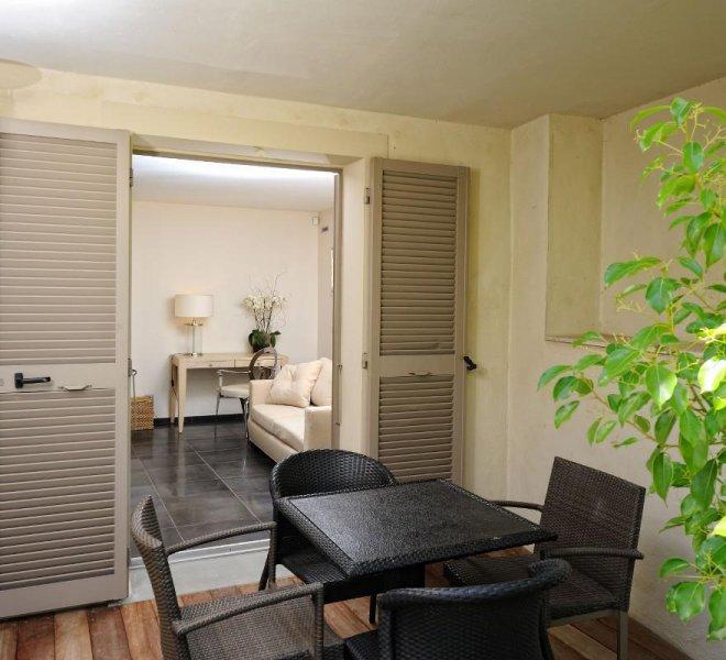 residence-suite-duplex-rouf-hotel-spa-luxe-le-pinarello-corse-du-sud-salon-exterieur-terrasse