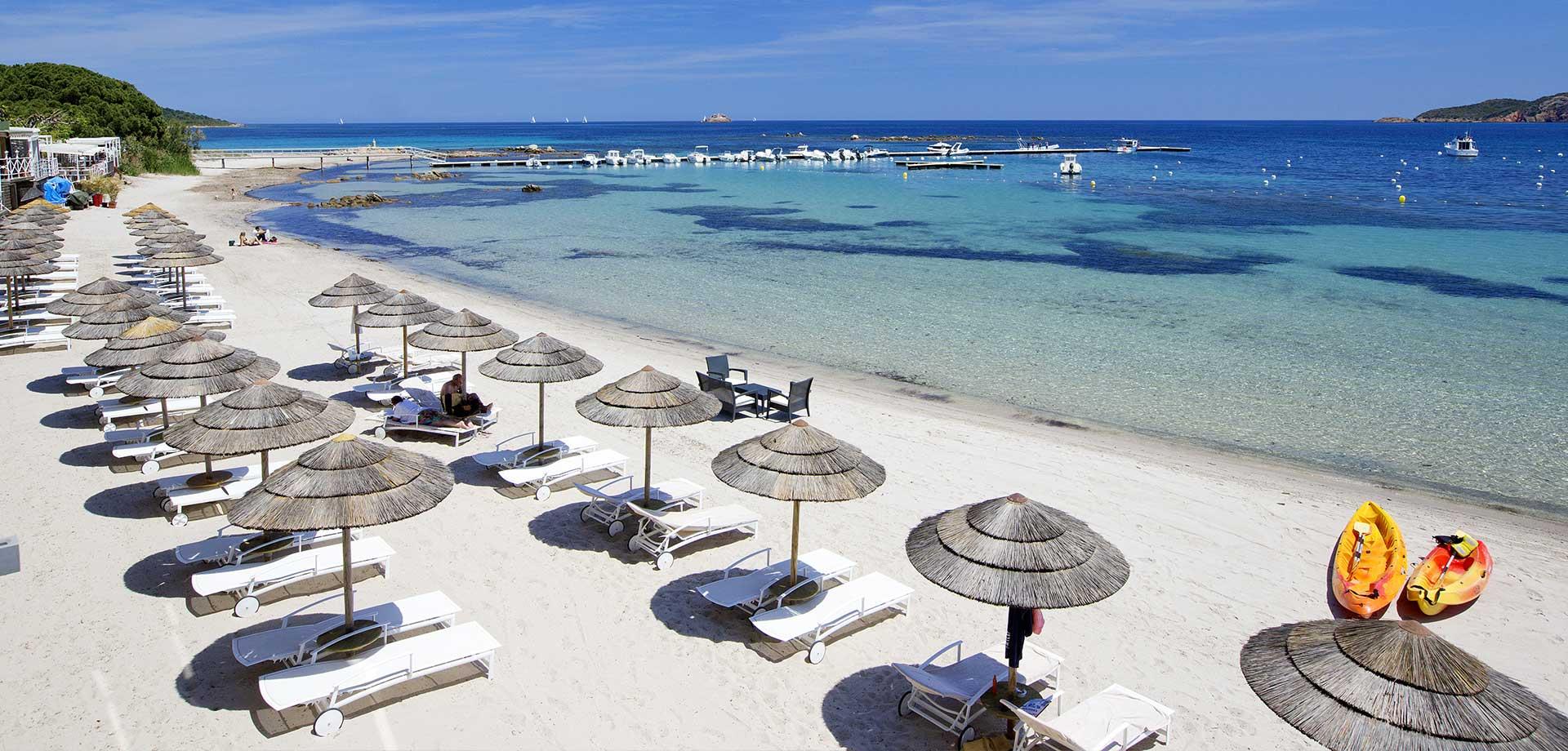 plage aménagée Pinarello hôtel spa en corse du sud