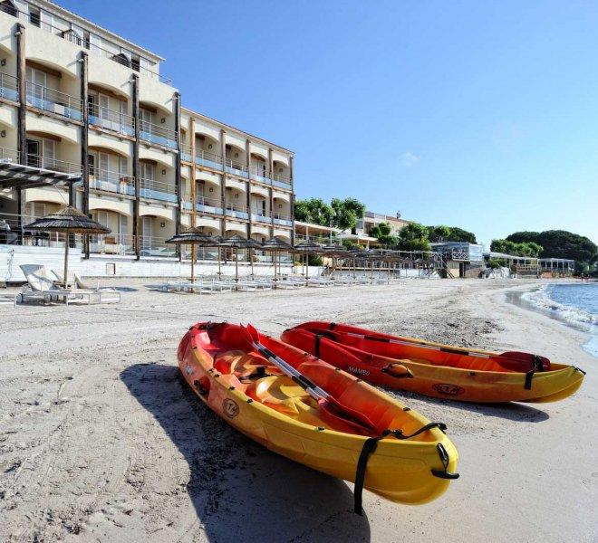 plage de l'hôtel Le Pinarello en Corse du sud