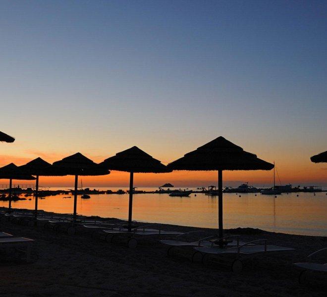 couché de soleil en Corse sur la plage de l'hôtel de Pinarello