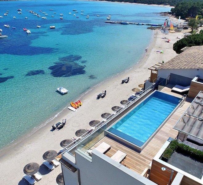 piscine sur le toit hôtel spa Le Pinarello à Porto-Vecchio en Corse