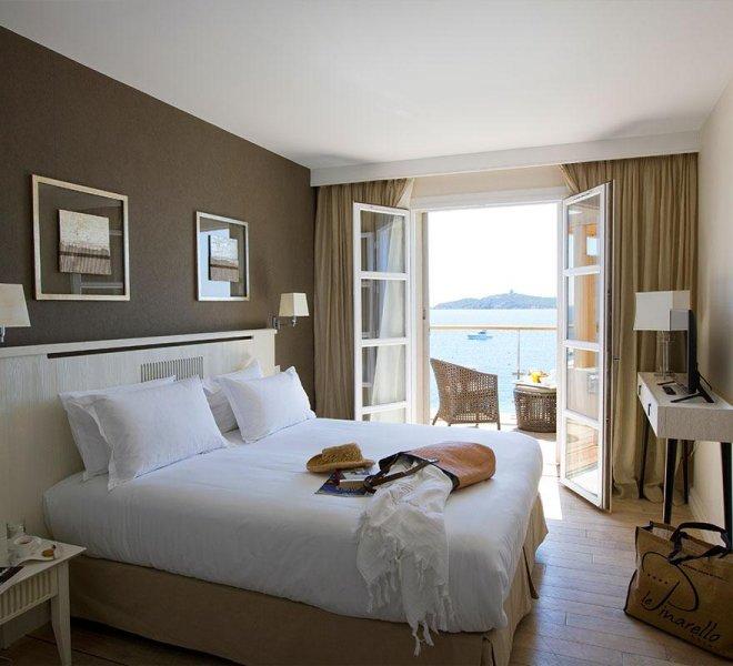room service chambre hotel luxe Le Pinarello en Corse