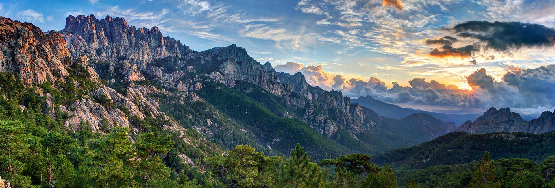 activités randonné en montagne suggérées par hôtel le pinarello