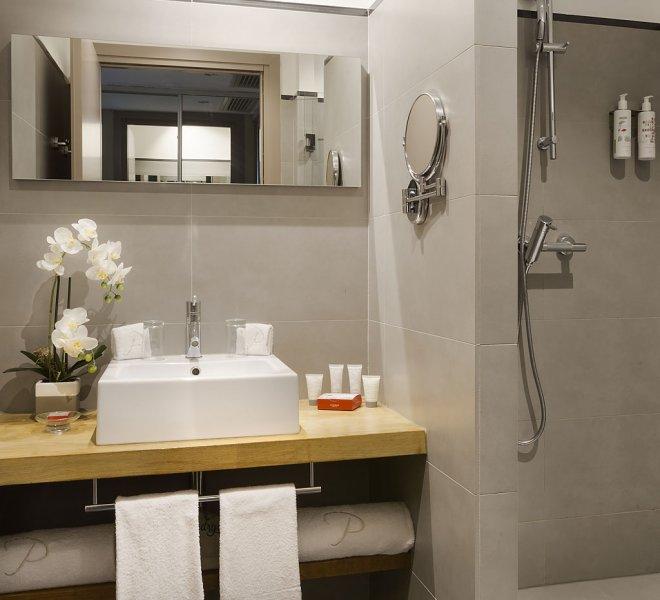 Fautéa standard room bathroom
